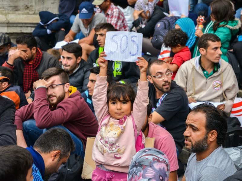 Uprchlíci na nádraží Keleti v Budapešti. Alexandre Rotenberg / Shutterstock.com