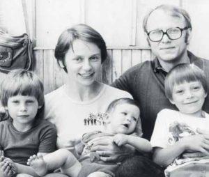 Jitka a Miloš Rejchrtovi s dětmi Danielem, Lucií a Annou. Foto: Archiv MR