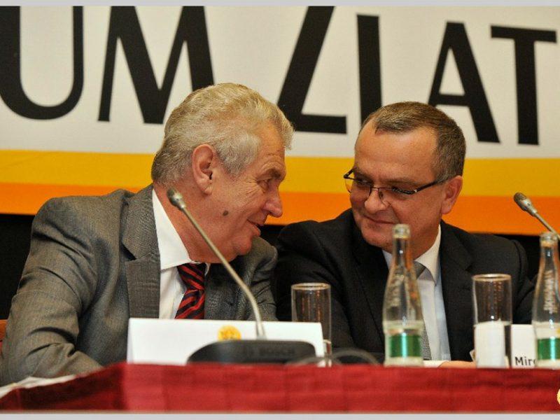 Miloš Zeman přátelsky klábosí s ministrem financí Miroslavem Kalousek. Píše se rok 2011, setkali se na XI. Fóru Zlaté koruny.  Foto: miroslav-kalousek.cz
