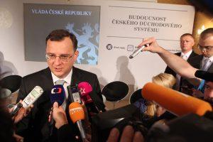 Květen 2013. Premiér Petr Nečas a Bezděkova penzijní reforma. Foto: vlada.cz