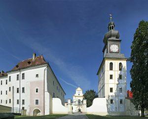 Jiný pohled na zámecký areál Kinských. Foto: Shutterstock