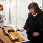 Ivana Zemanová je vášnivou sportovní střelkyní, zbraně dostává, kam se vrtne. Foto: KPR